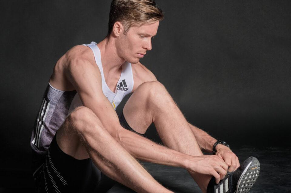 """Der Profi-Läufer Marco Kern posiert für das Projekt """"Audiografie"""" von Patrick Stoll."""