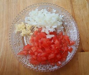 Ein Guacamole Rezept - das Beste zu Weißbrot oder Tortilla-Chips! Die geschnittene Zutaten