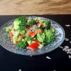Brokkolisalat roh und vegan